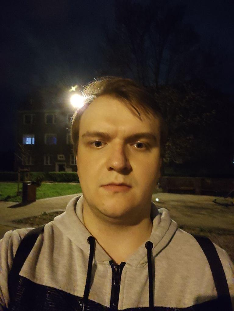 Zdjęcie nocą - przedni aparat Redmi Note 10 Pro