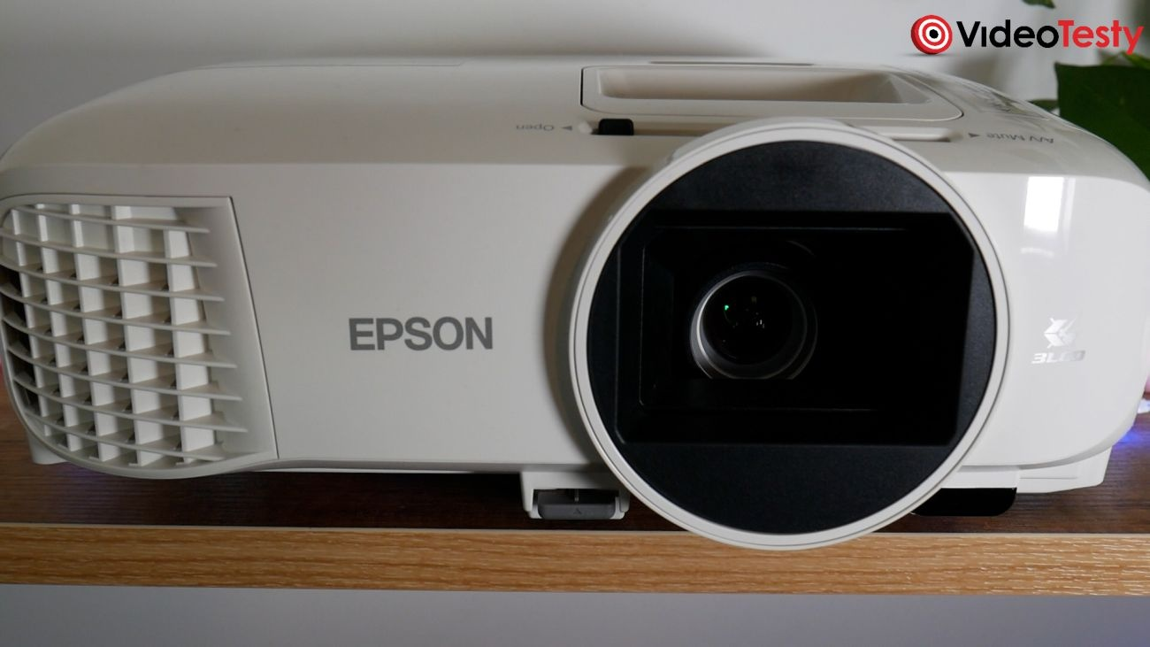 Epson EH-TW5700 przód z bliska