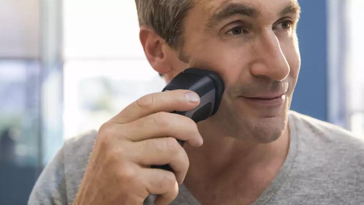 Mężczyzna golący się  Philips S1232/41