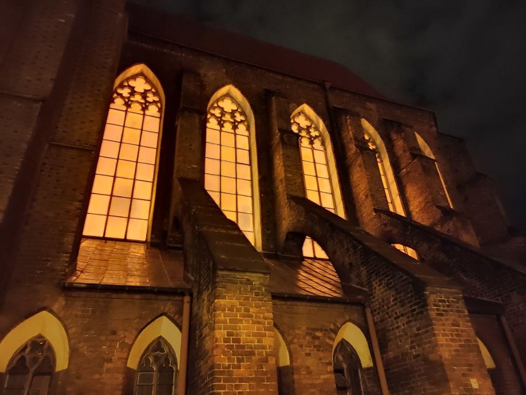 POCO X3 NFC - kościół w trybie nocnym