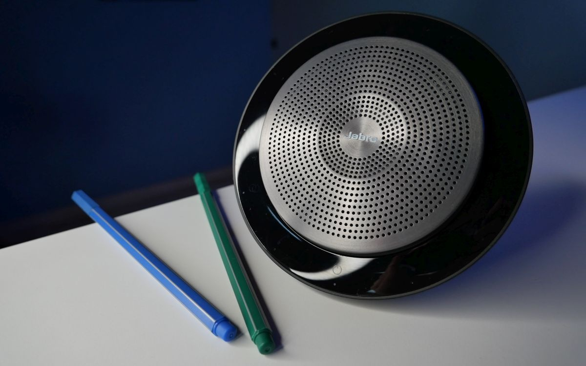 Design głośnika Jabra Speak 750
