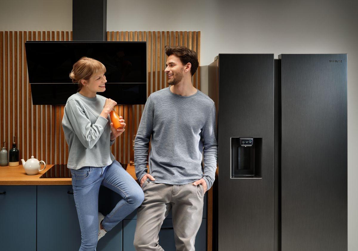 Szukasz dużej lodówki? Sprawdź szeroki wybór dwudrzwiowych lodówek Samsung i wybierz najlepsze urządzenie dla swoich potrzeb.