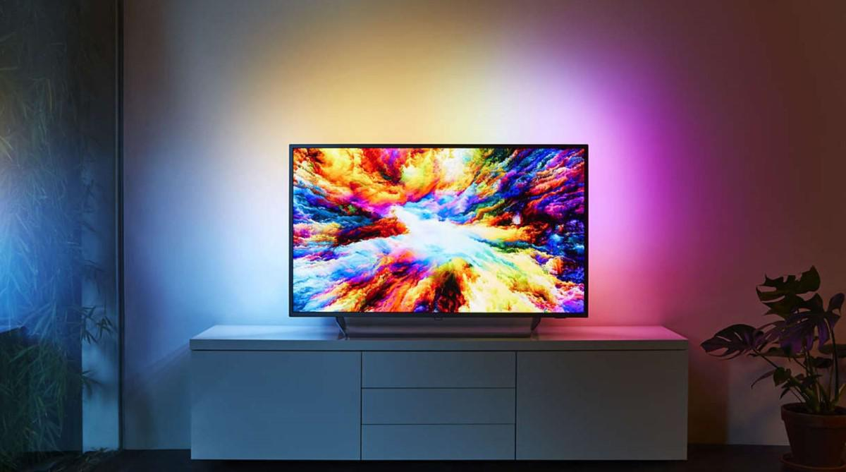 Telewizor Philips Ambilight w salonie