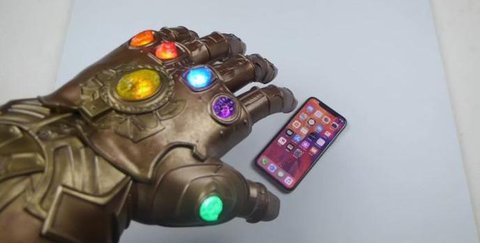 iPhone X vs Infinity Gauntlet - Kolejny niecodzienny test wytrzymałościowy