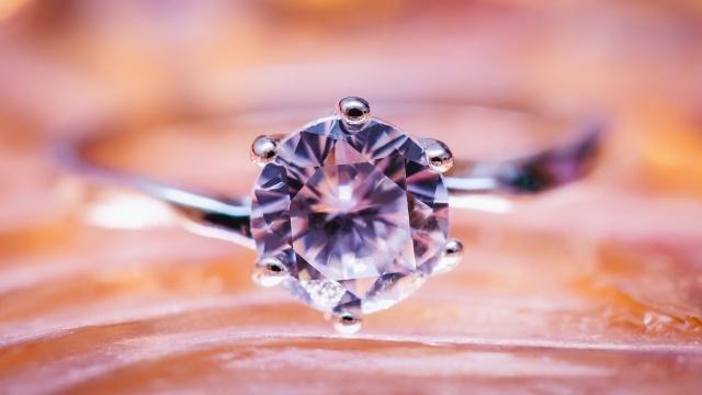 Diamenty już niedługo mogą powstawać ze szkła? (Zdj. Thorn Yang)