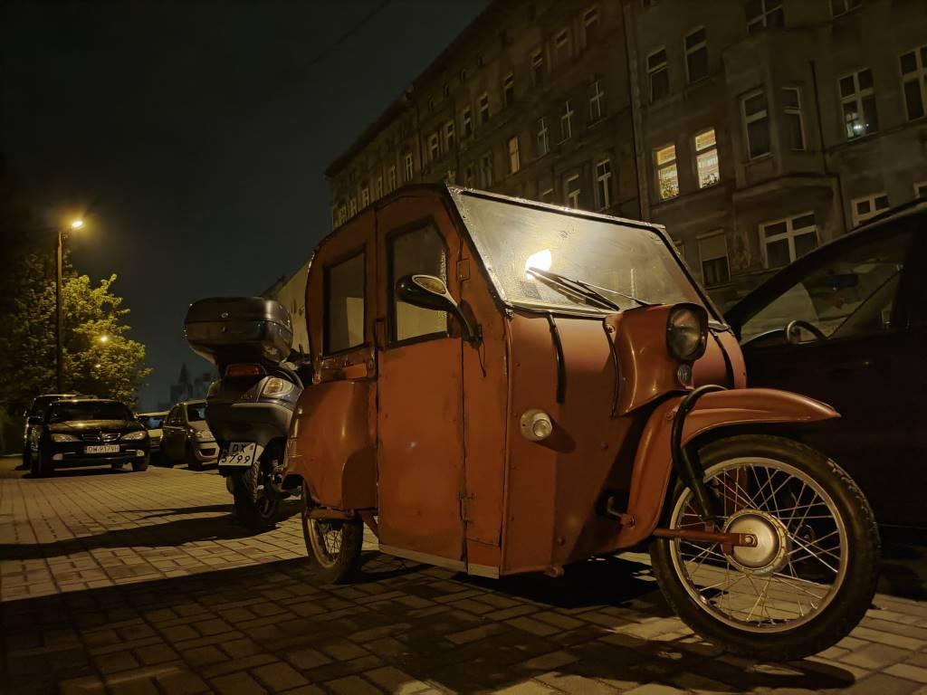 Tryb nocny wydatnie poprawia jakość zdjęć