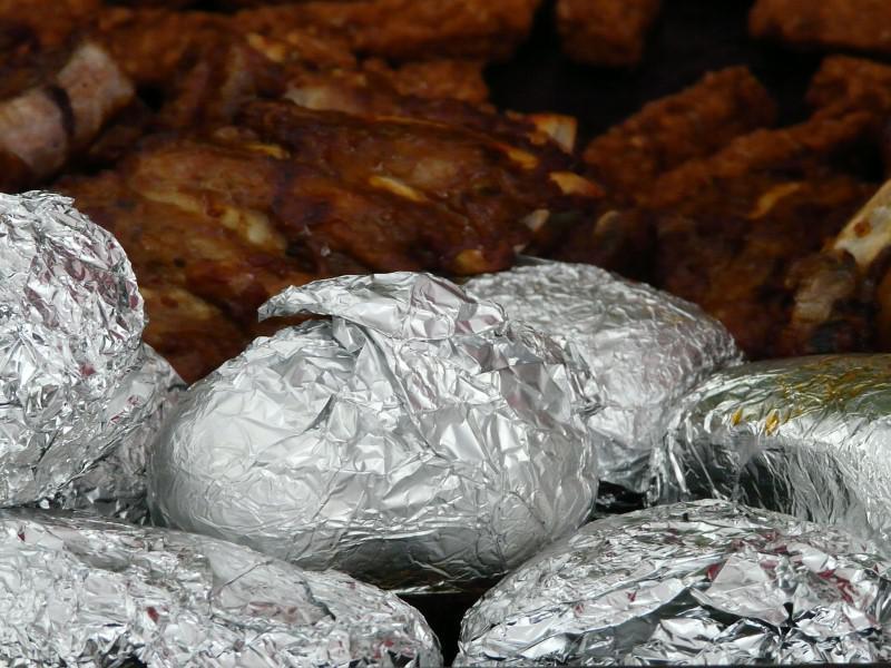Folia aluminiowa nie odbija podczerwieni więc nie zmierzymy jedzenia w folii