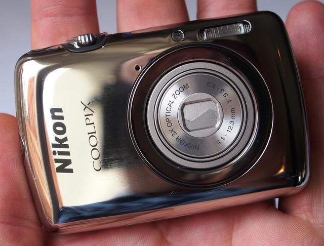 NIKON COOLPIX S01 - filigranowy aparat fotograficzny