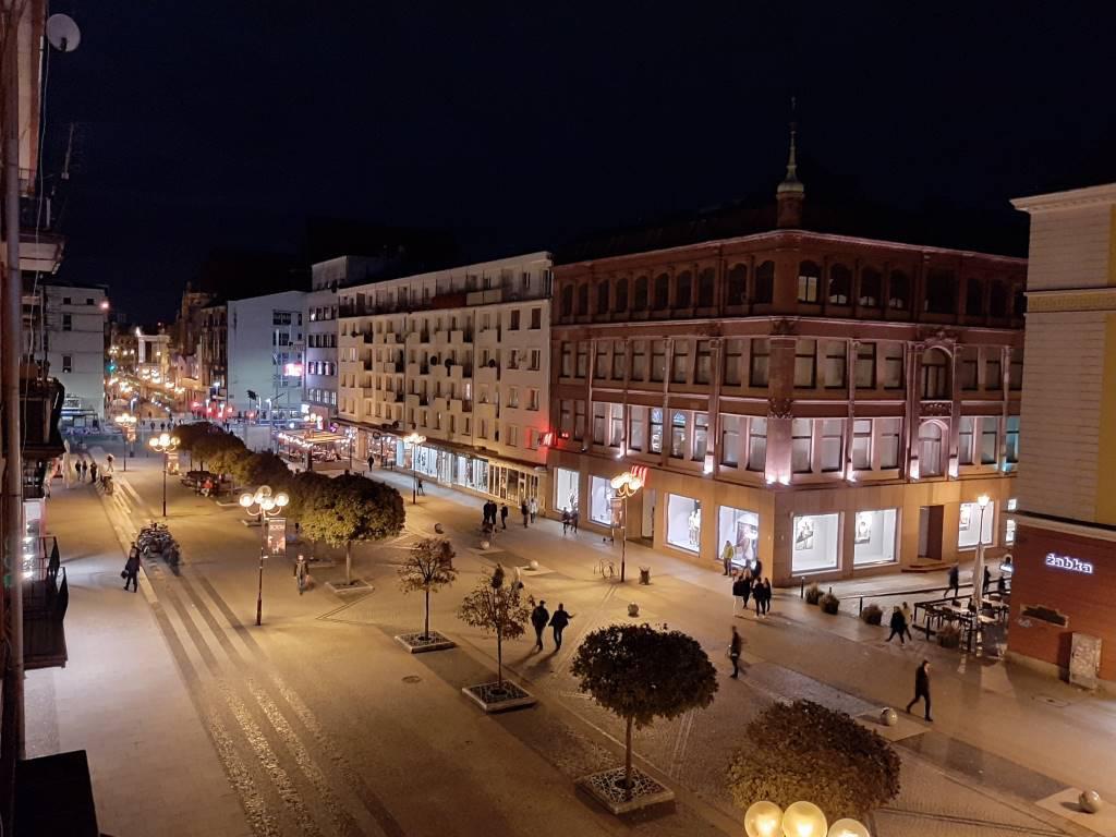 Galaxy A50 - zdjęcie ulicy w trybie nocnym