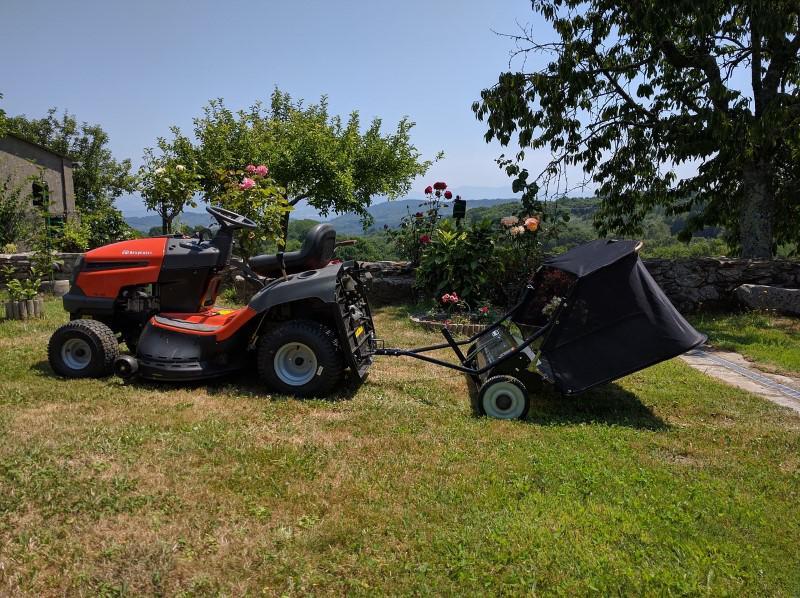 Traktorek do koszenia z przyczepką