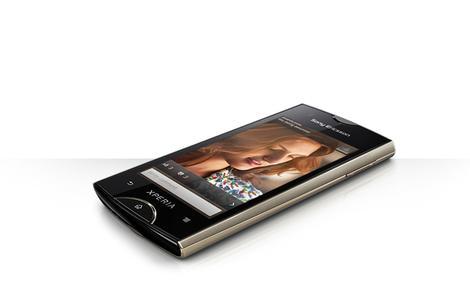 Nowe smartfony Sony Ericsson z rodziny XperiaT oraz inteligentne akcesoria - Smart ExtrasT