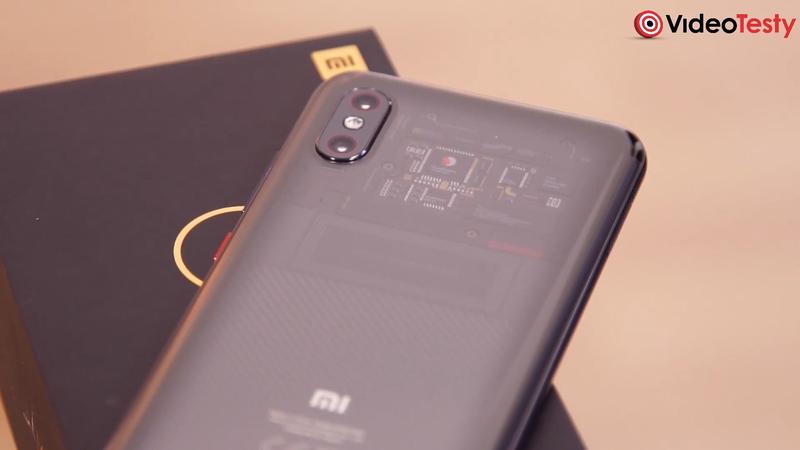 Mi 8 Pro ma charakterystyczne wykonanie