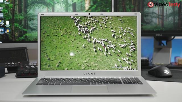 Kiano SlimNote 15,6 HDD z przodu