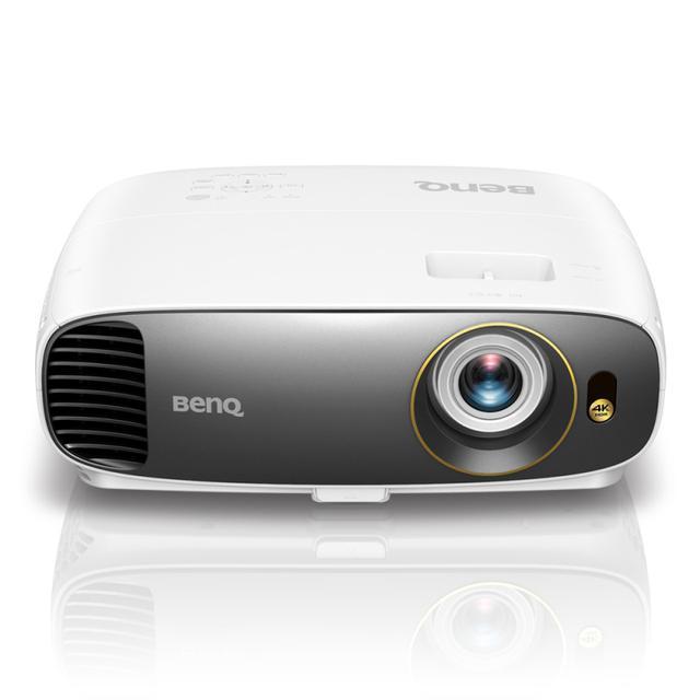 Projektor BenQ W1700 ma bardzo mocną specyfikację.