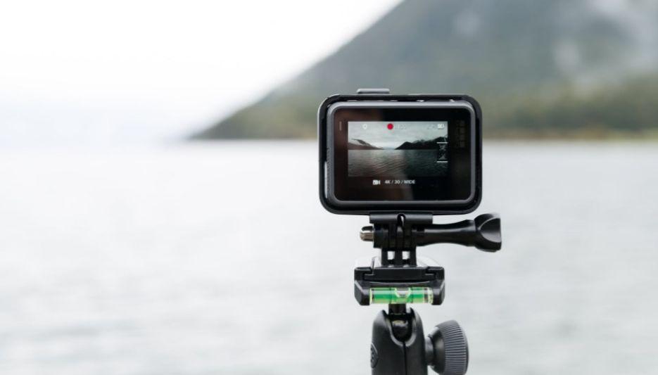 kamerka sportowa nagrywająca piękny krajobraz