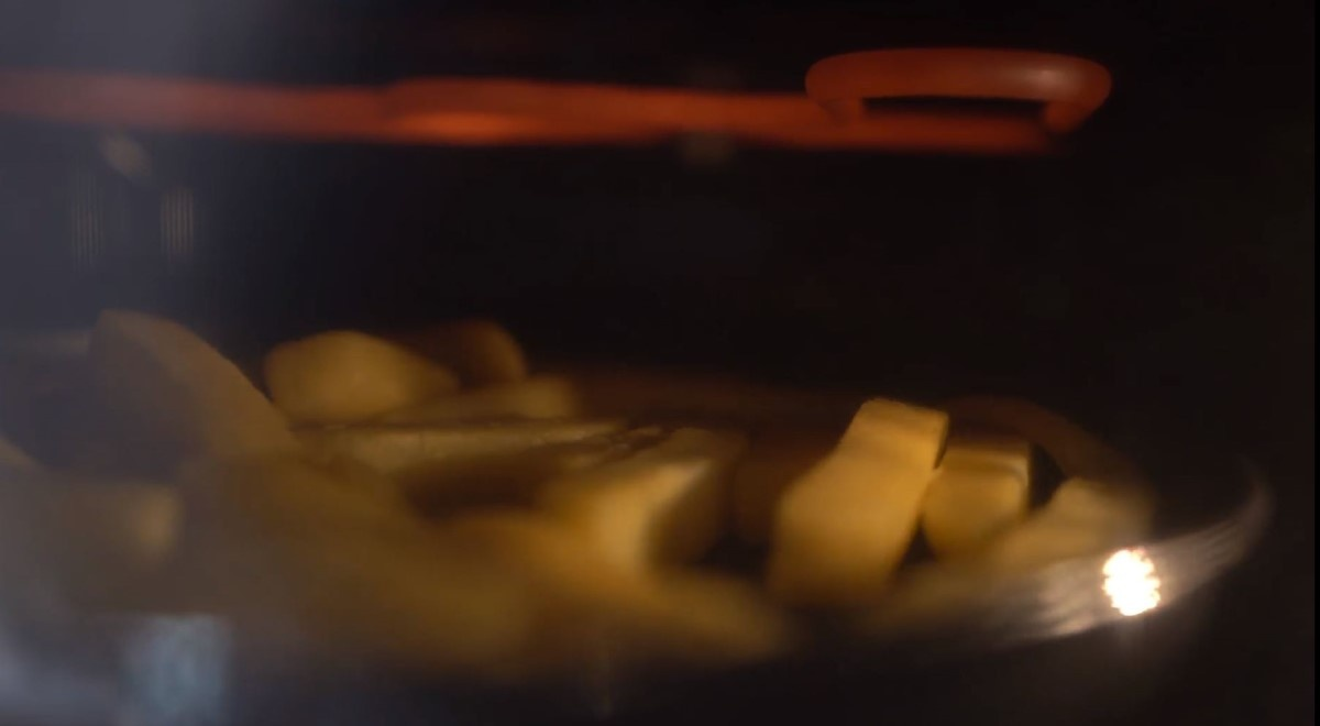 Frytki z mikrofalówki Samsung MG23T5018CG