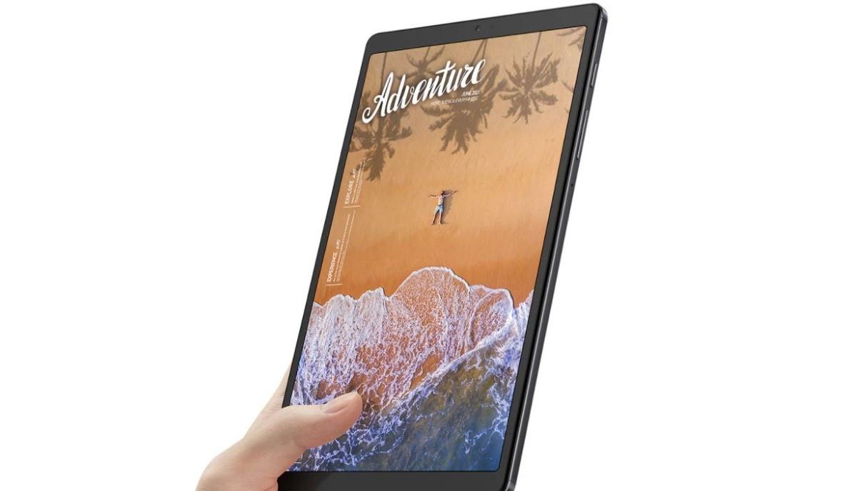 Samsung Galaxy Tab A7 Lite w ręce