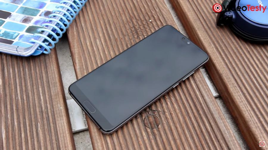Huawei P20 ma skaner odcisków umieszczony pod ekranem i działa on szybko