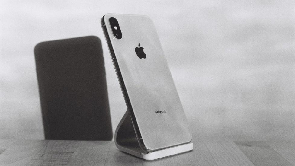 Chciwość Apple nie zna granic - Zabiorą ładowarkę oraz słuchawki z iPhone 12?