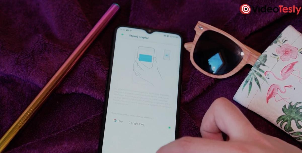 Oppo A5 2020 ma NFC, dzięki czemu zapłacimy nim jak kartą
