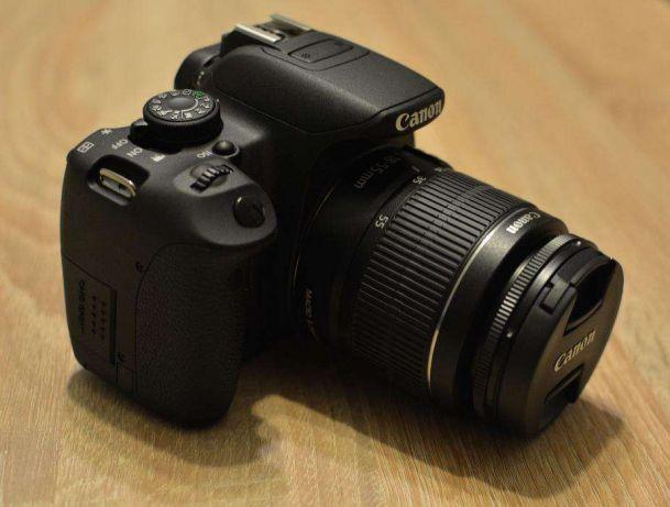 Canon EOS 700D Czarny + 18-55mm wygląd