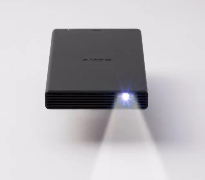 Sony MP-CD1 posiada żywotną lampę mimo małych rozmiarów.