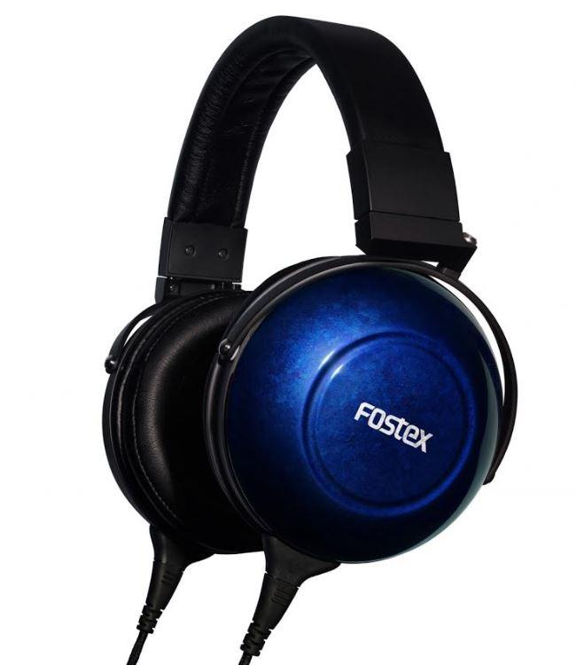 Słuchawki FOSTEX w niebieskim kolorze.