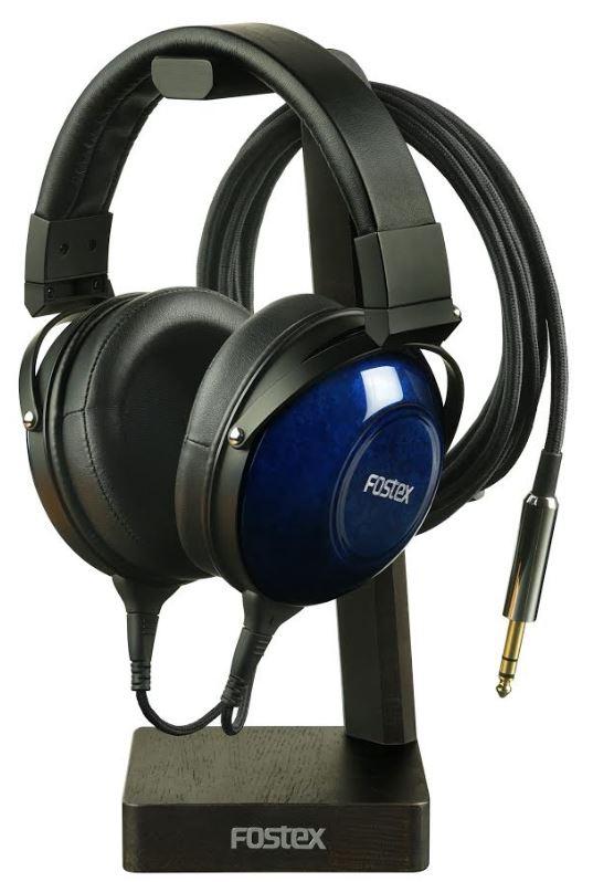 Słuchawki FOSTEX na stojaku.