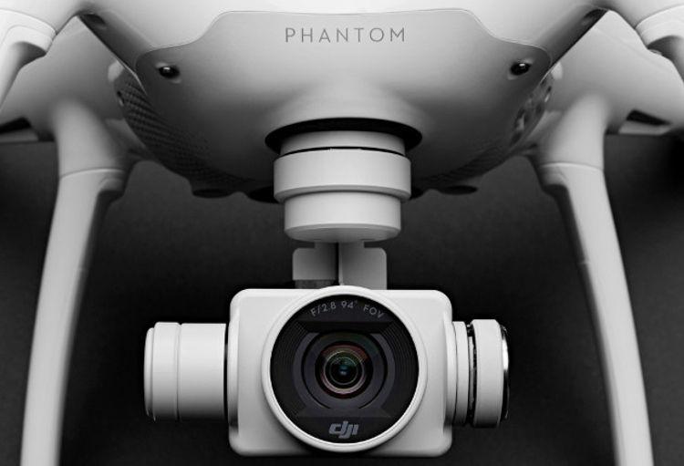 DJI PHANTOM 4 to profesjonalny dron z kamerą.
