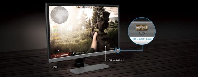 Monitor posiada jeden kabel wieloplatformowy.