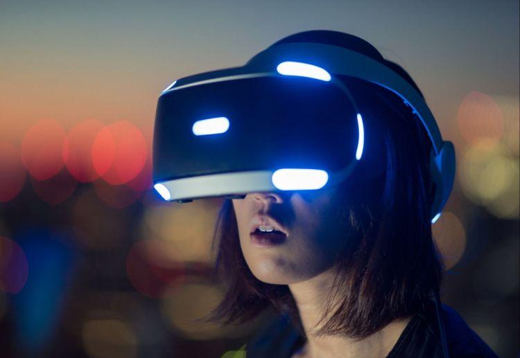 zabawa z wirtualną rzeczywistością