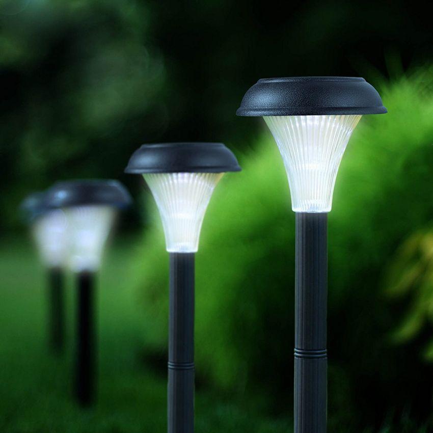 lampa solarna o prostym kształcie
