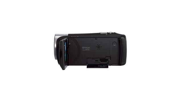 Sony HDR-CX240 posiada wydajną baterię i jest poręczną kamerą