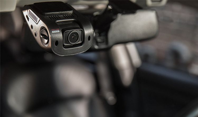 mała ale profesjonalna kamera do auta