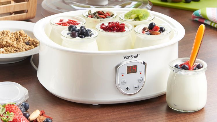 nowoczesna jogurtownica ze szklanymi słoiczkami