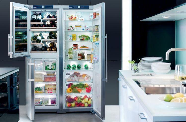 lodówka wolnostojąca w nowoczesnej kuchni