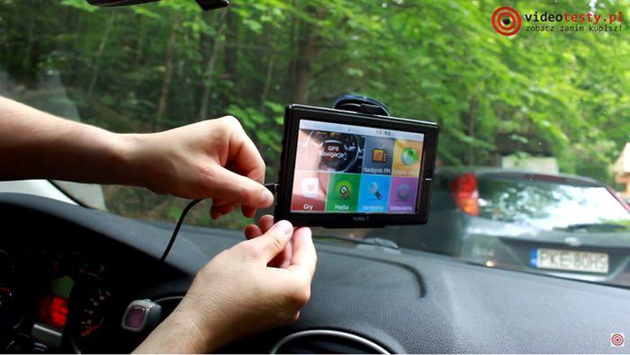 podłączanie zasilania do nawigacji samochodowej