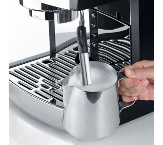 spienianie mleka w ekspresie Graef Pivalla ES702
