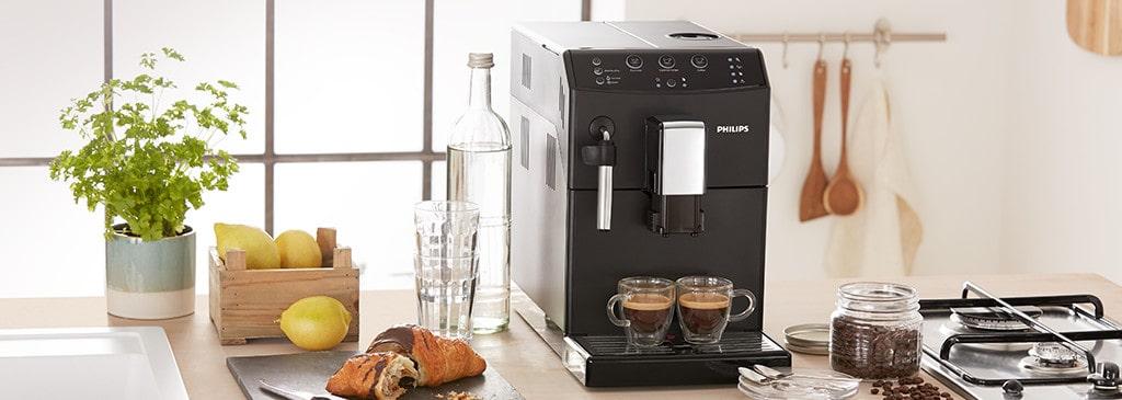 czarny ekspres do kawy w kuchni