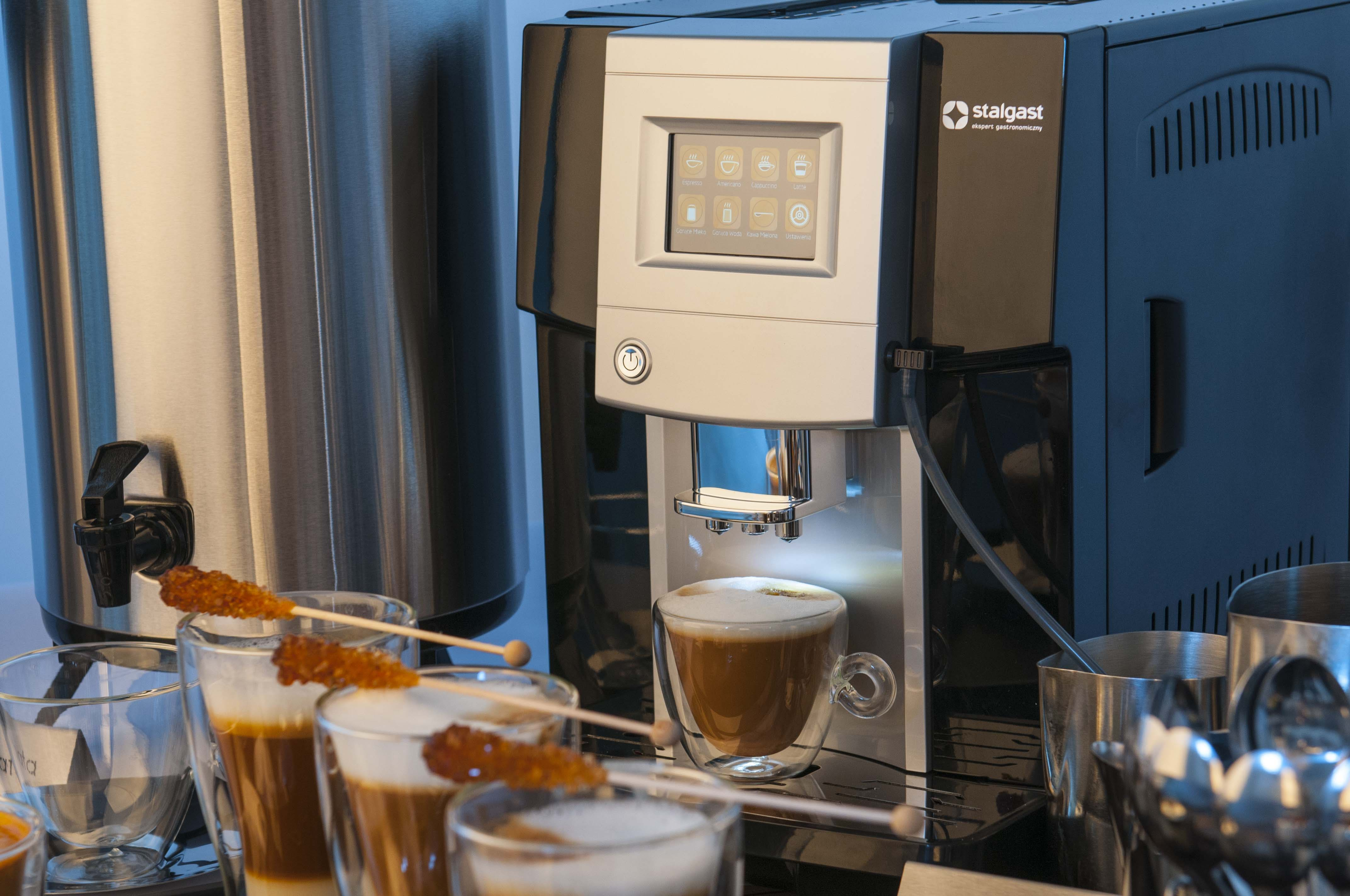kawy z automatycznego ekspresu z dotykowym wyświetlaczem