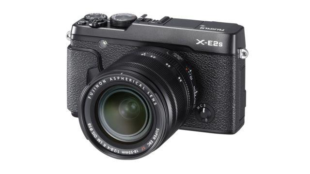 FujiFilm X-E2S to nowoczesny aparat stylizowany na styl retro