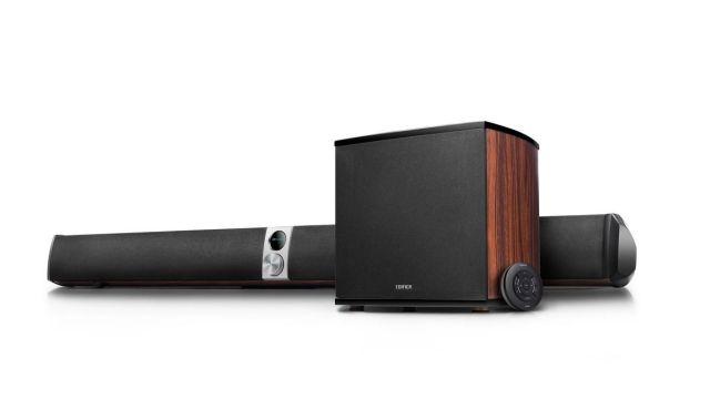 Edifier S70DB to stylowy soundbar z drewnianymi elementami obudowy
