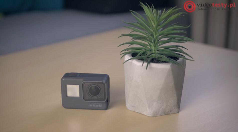 kompaktowa kamerka na kask