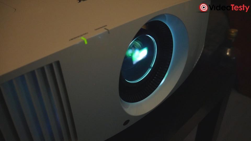 projektor emitujący obraz