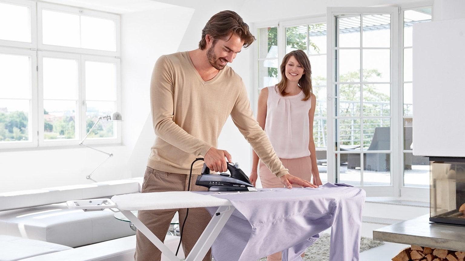 prasowanie koszuli żelazkiem parowym Braun