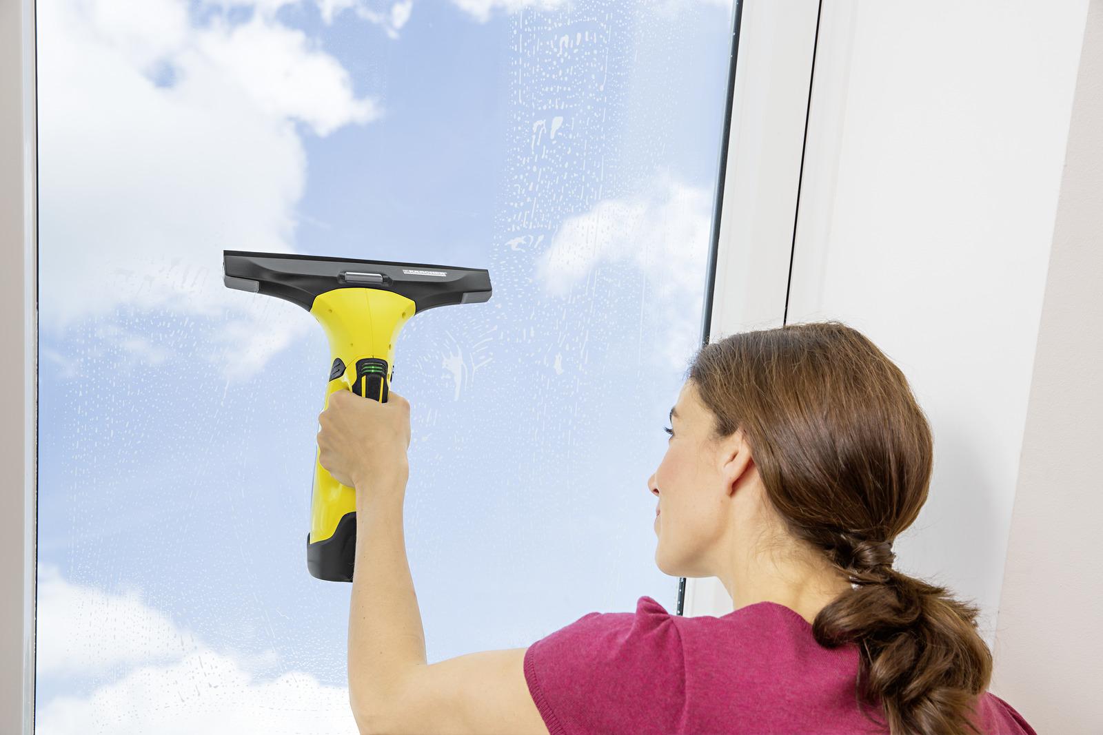 czyszczenie szyby myjką firmy Karcher