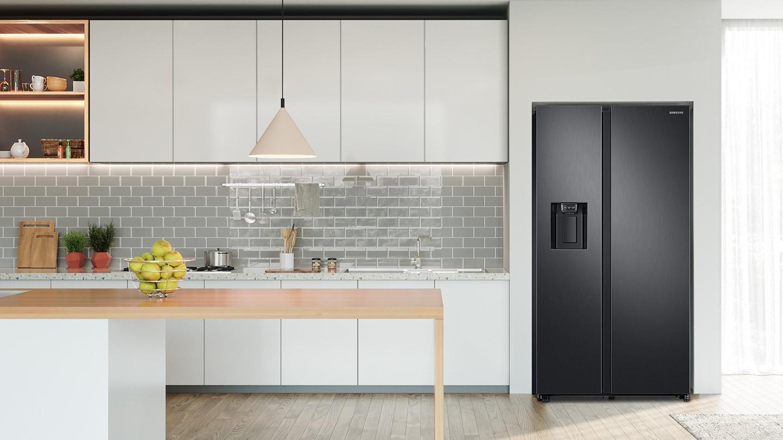 lodówka Samsung RS68N8242SL w kuchni