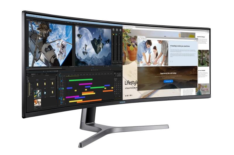 Ekran CRG9 odpowiada dwóm zakrzywionym wyświetlaczom