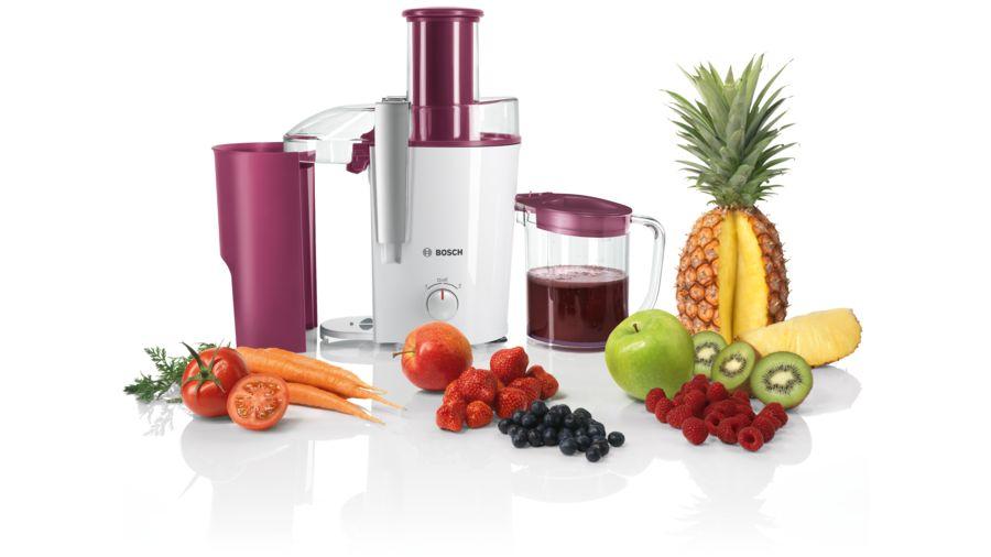sokowirowka marki Bosch z różnymi owocami i warzywami