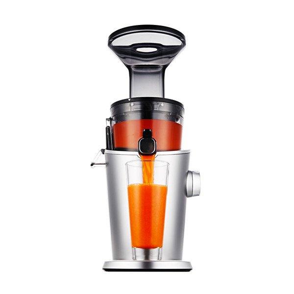 pomarańczowy kolor soku z wyciskarki Hurom
